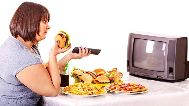Еда перед телевизором