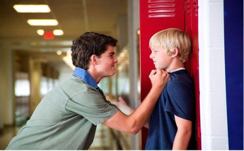 Старшие обижают в школе младших