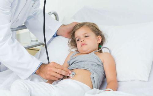 Боль возле пупка у ребенка