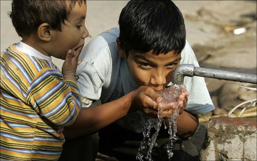 Употребление проточной водой