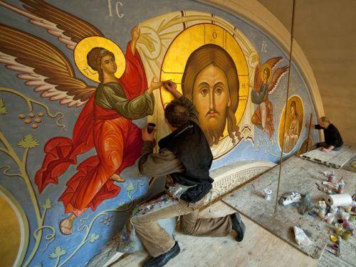 Роспись стен иконами