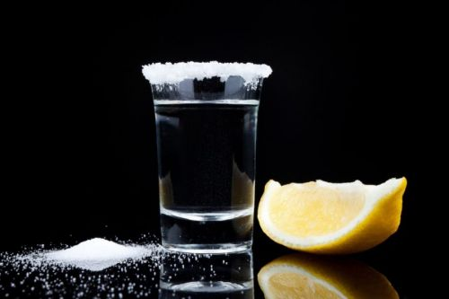 Водка, соль и лимон