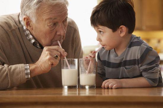 Молоко с трубочки