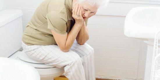 Запор у пожилой женщины