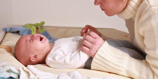 У малыша болит животик