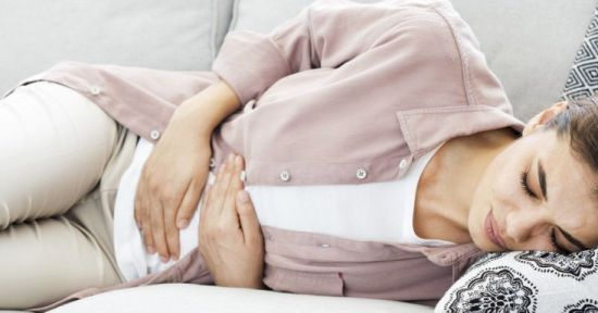 Боль в животе у женщины